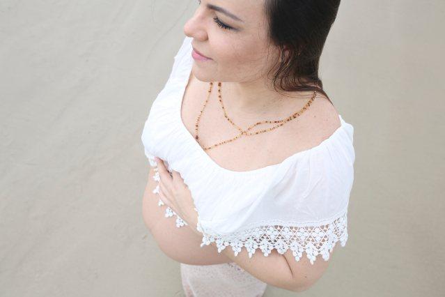 Gestante Rafaela Veronese na praia. Ensaio gestante.